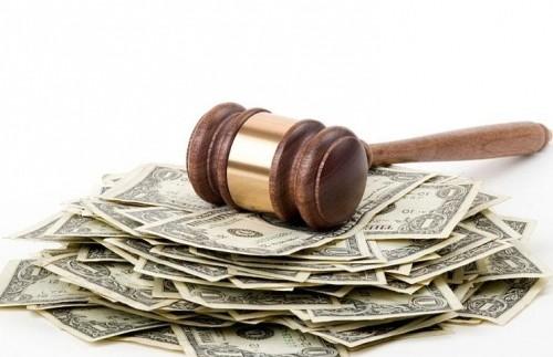 Українці можуть в судах оскаржити транспортний податок «на розкіш»