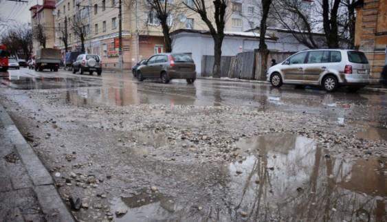 Українських водіїв закликають скаржитися на стан доріг