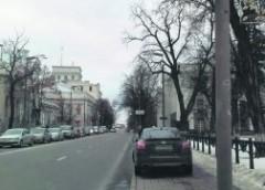 """""""Зірка-герой"""": авто Геращенка перекрило рух пішоходам"""