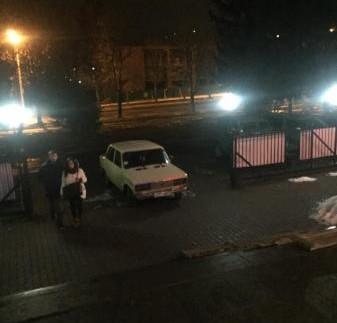 """Шедевр паркування: ще один водій потрапив до лав """"автохамів"""" (фото)"""