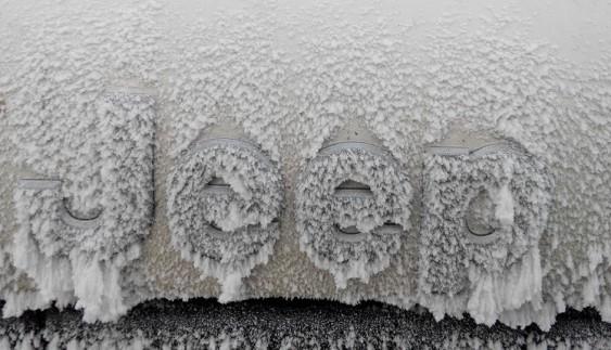 Обмерзлі українські авто у зимовому тумані (фото)
