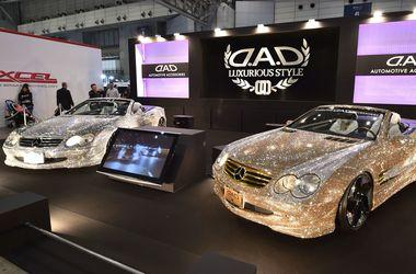 Японці створили гламурний Mercedes з каменями Swarovskі (ФОТО)