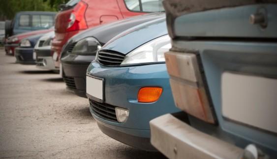 Українці почали масово завозити дешеві вживані авто з ЄС