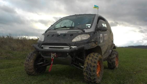 Українець перетворив Smart в маленький танк