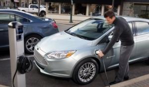 На заздрість українцям: французам платять 10 тисяч євро за купівлю електромобіля
