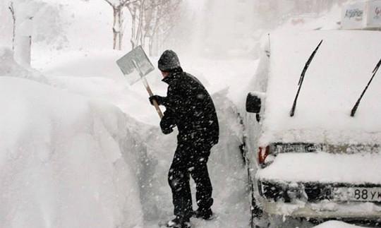 Як правильно боротися з пробками через сніг: приклад з Європи