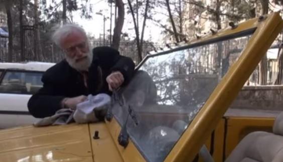 Чоловік відмовився покидати країну, охоплену війною, через свої авто