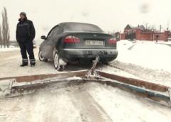 Сам собі автодор: чоловік сам розробив снігоочисний механізм