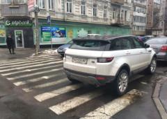 """Зустрічайте """"героя"""": столичний водій відзначився стилем паркування"""