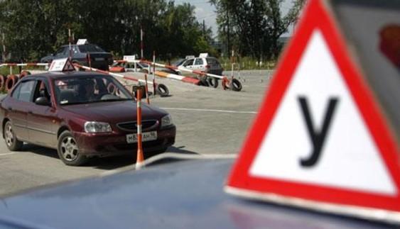 У Криму закрили усі автошколи