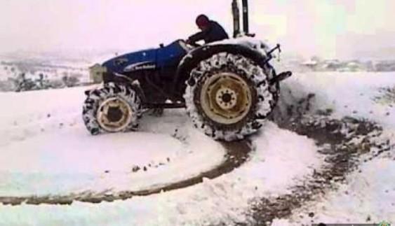 Зимовий дрифт на тракторах (відео)