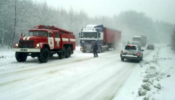 До уваги водіїв: в Україні можуть перекрити дороги