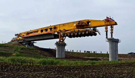 Божевільні методи будівництва: китайці створили машину, яка швидко і якісно зводить мости