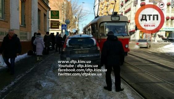 """Зустрічайте """"героя"""": неуважний водій заблокував трамваї"""