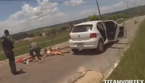 З вертольота і з автоматами: як затримують порушників ПДР в Бразилії (відео)