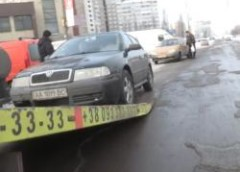 У Києві поліцейські борються з порушниками паркування (відео)