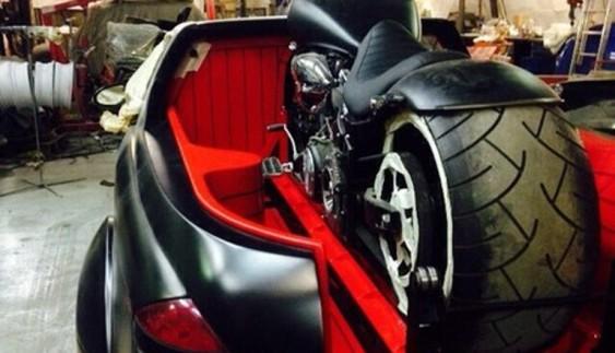 Вражаюче: з Mercedes S-класу зробили пікап для мотоцикла