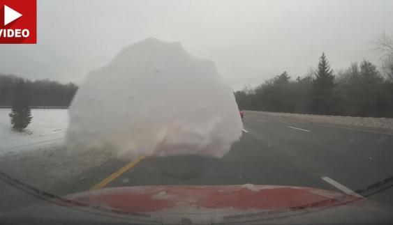 Повчально: брила льоду відлетіла від позашляховика і пошкодила інше авто