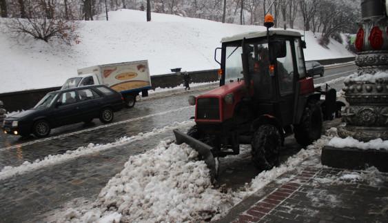 У Києві штрафуватимуть власників авто, які заважають прибирати сніг