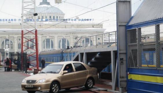 В Україні стає модним возити автомобіль на поїзді