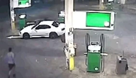 Водій-ніндзя зупинив автовикрадача (ВІДЕО)