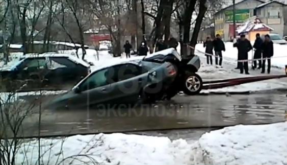 Відео дня: як комунальники роздерли автомобіль