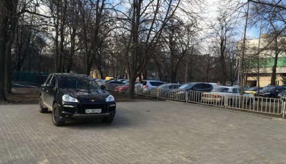 """Як """"автохами"""" обирають вражаючі місця для паркування"""