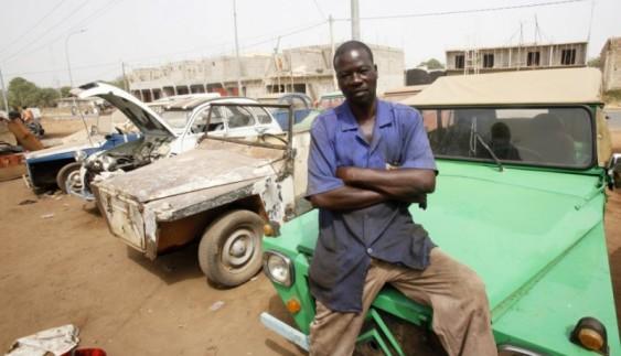 Автомайстерня під відкритим небом в Африці