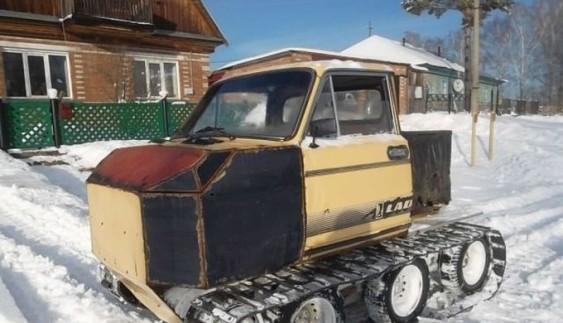 Винахідник перетворив старе авто в гусеничний всюдихід