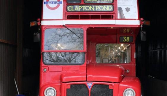 Вражаюче: пивна на колесах зі старого автобуса