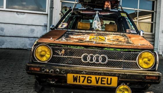 Шедевр чи відро: іржавий VW Golf з моторошним салоном