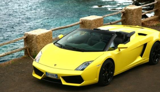 Власник повнопривідного Lamborghini влаштував справжній дрифт по воді (відео)