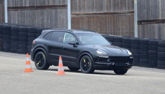Показалася оновлена версія кросовера Porsche Cayenne (ФОТО)