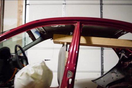 У гаражі з автозапчастин зібрали унікальну машину