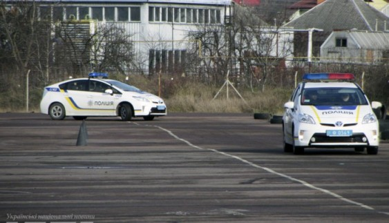 Поліцейських вчитимуть водити службові авто