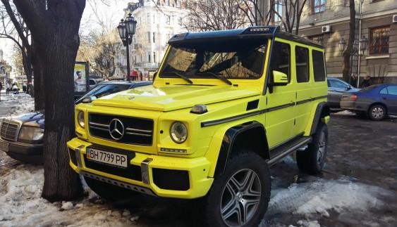 """В Україні засвітився найекстремальніший """"Кубик"""" Mercedes (ФОТО)"""