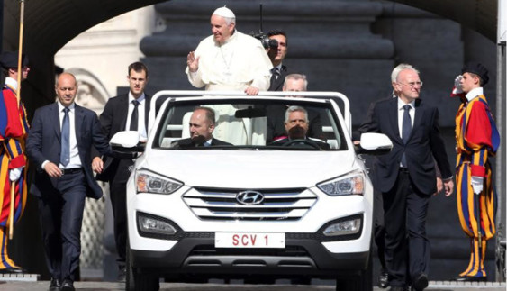 Бог подасть: на яких авто їздять церковні лідери світу
