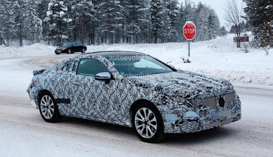 Mercedes-Benz E-Class в кузові купе засвітився на відео