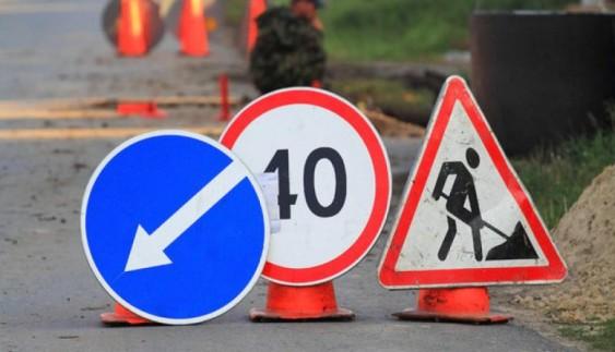 Українська дорога після ремонту знову стала аварійною (фото)