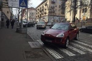 """Тремтіть, """"автохами"""": в Україні створять єдину базу """"героїв паркування"""""""