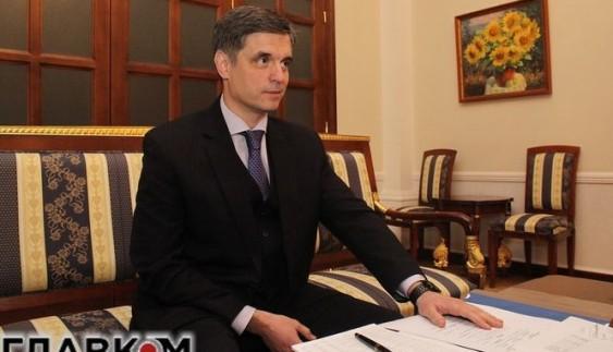 Заступник голови МЗС розповів про сотні автомобілів, які українські дипломати завезли без мит