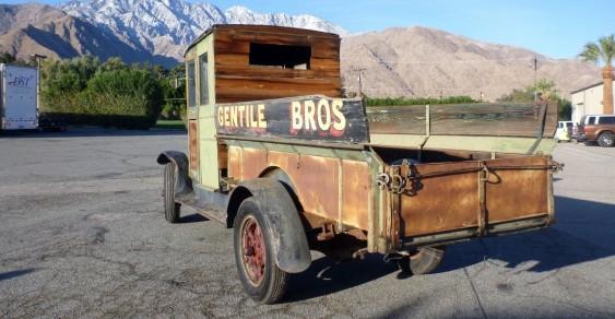 У Каліфорнії продають майже 100-річну електровантажівку