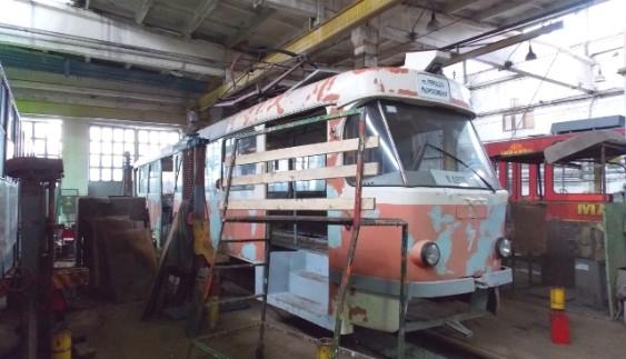 У Житомирі почали ремонтувати унікальний трамвай, від якого всі відмовились