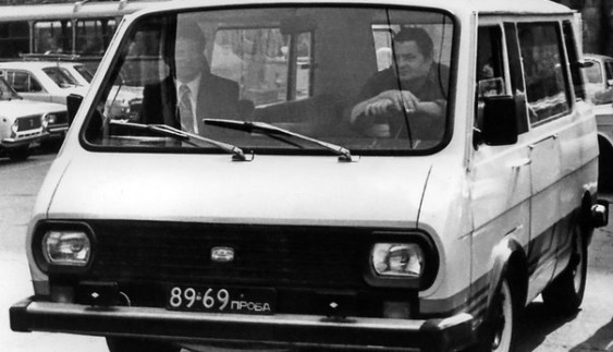PAФ-2204 – дослідний автомобіль з електропиводом