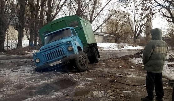 Як вантажівка перевірила асфальт на міцність (ФОТО)