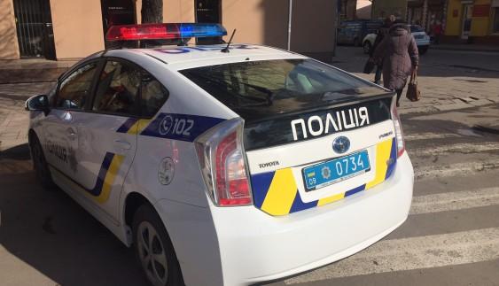 У поліції пояснили, чому патрульні неправильно припаркувалися (ФОТО)