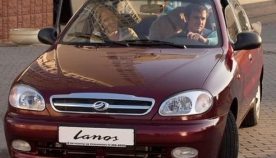 Скільки українці переплачують за вітчизняні авто