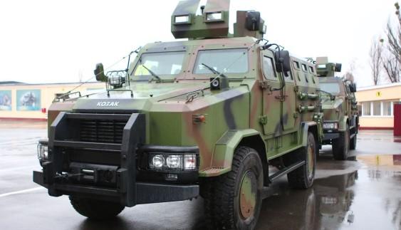 """Новітні бронеавтомобілі """"Козак-2"""" і модернізовані БТР поїхали в зону АТО"""