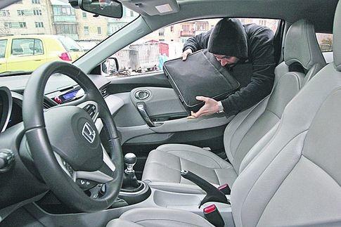 Популярні схеми крадіжки речей з автомобіля