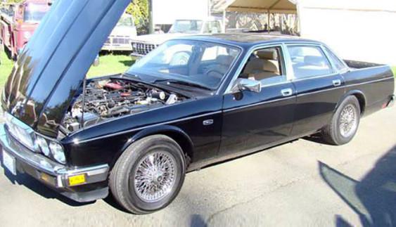 Краще не дивитися: представницький Jaguar переробили в пікап!